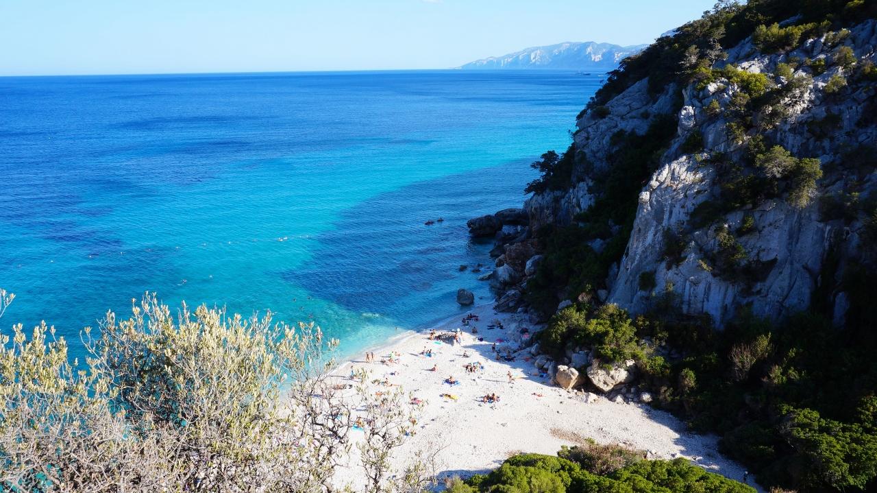 Сардиния: залив Орозеи - пляж Cala Fuili