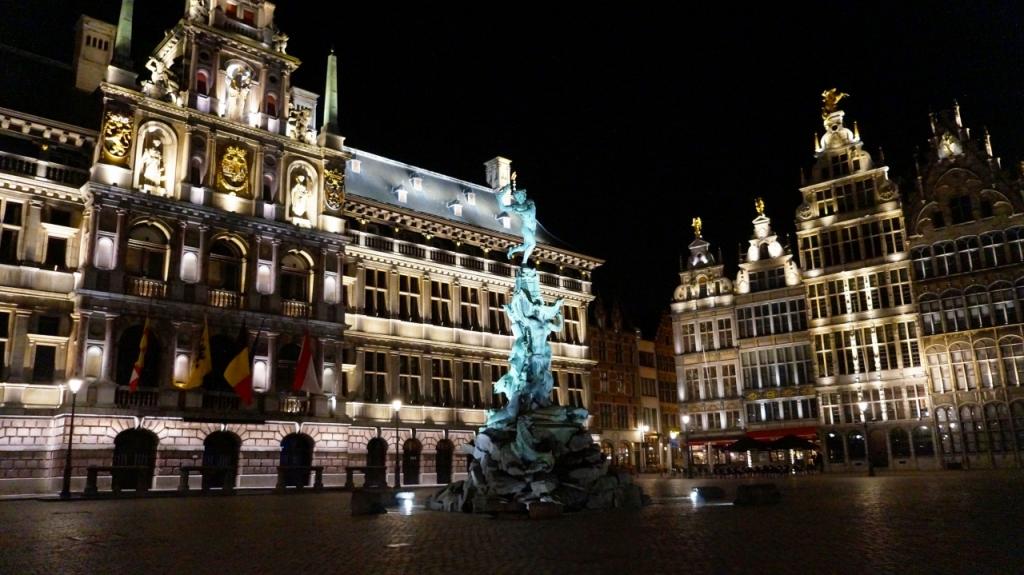 Антверпен, Бельгия - площадь Grote Markt