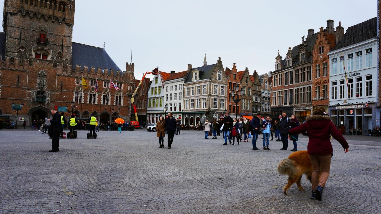 Брюгге, Бельгия: рыночная площадь Grote Markt