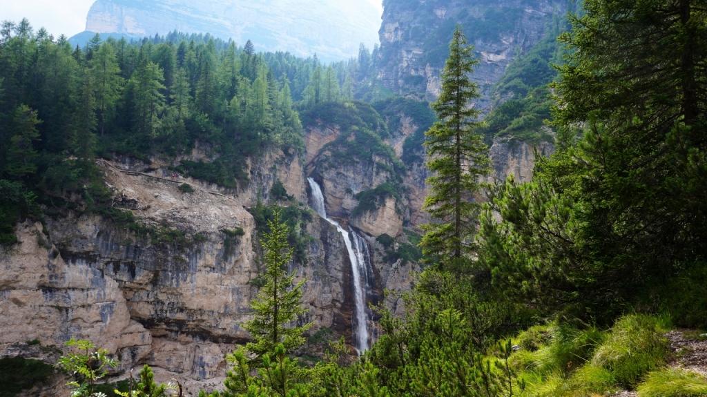 Кортина д'Ампеццо: водопад Cascate di Fanes