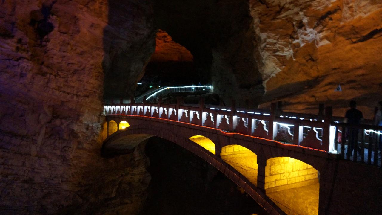 Чжанцзяцзе: Пещера Yellow Dragon Cave