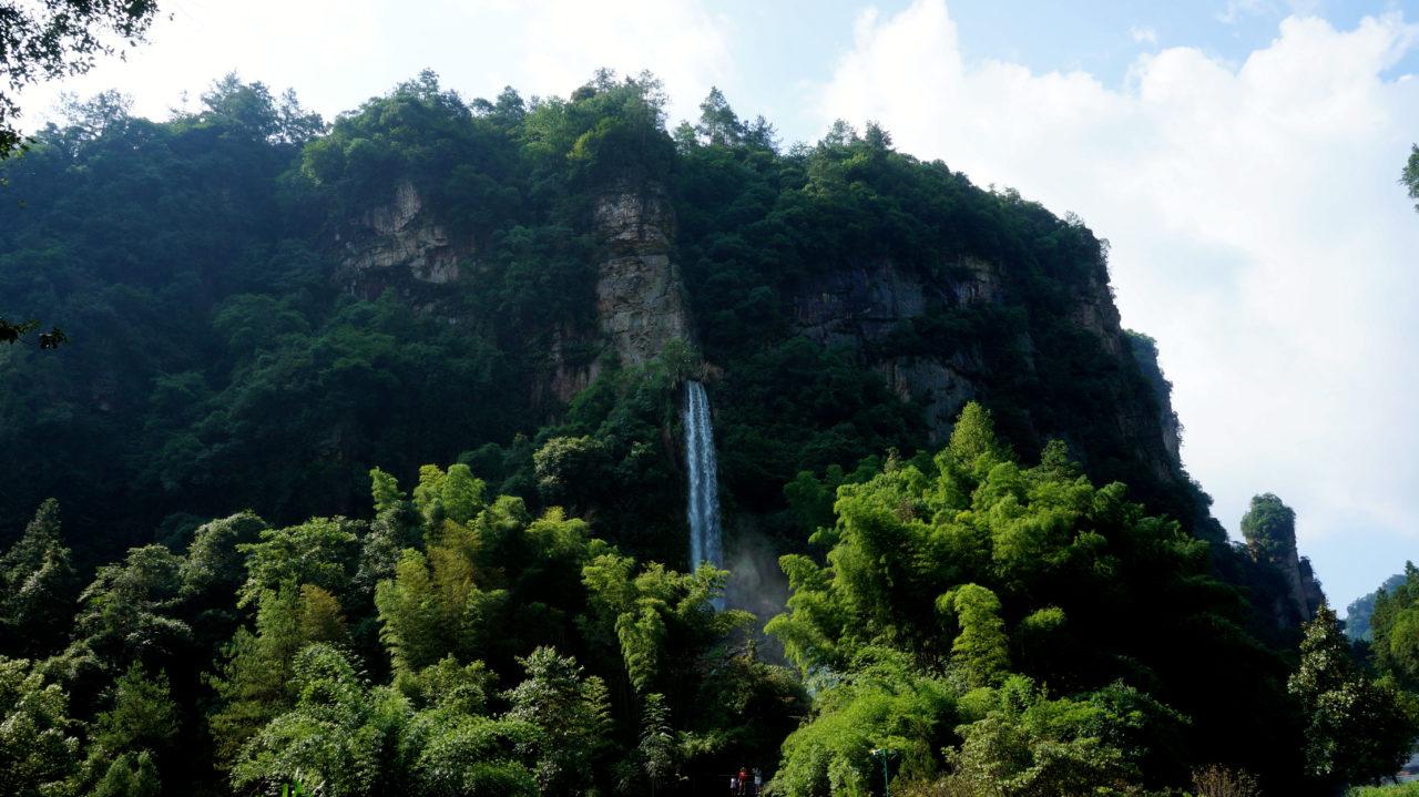 Чжанцзяцзе: водопад Baofeng
