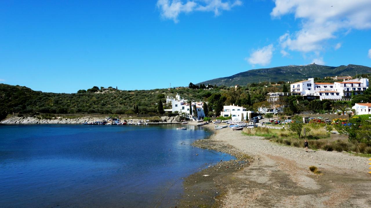 Кадакес: Пляж Platja de Port Lligat
