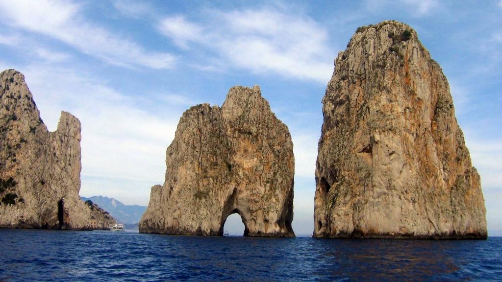 Остров Капри: Фараглиони