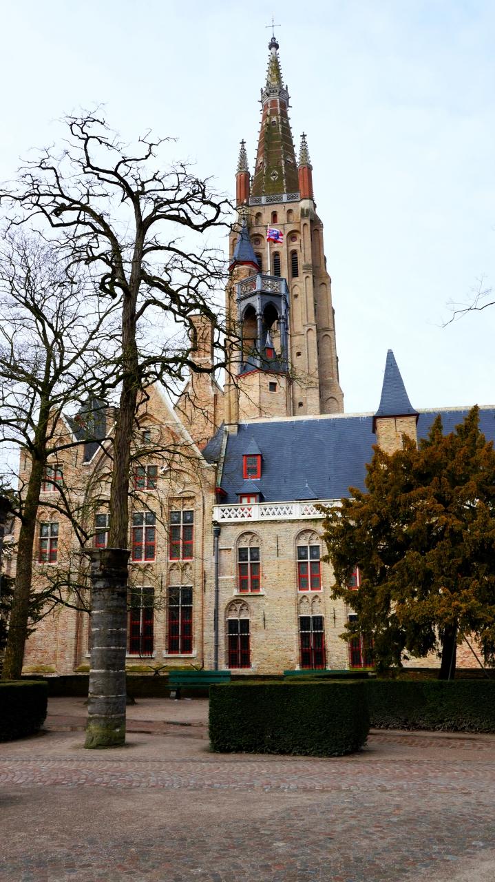 Брюгге, Бельгия: Церковь Богоматери