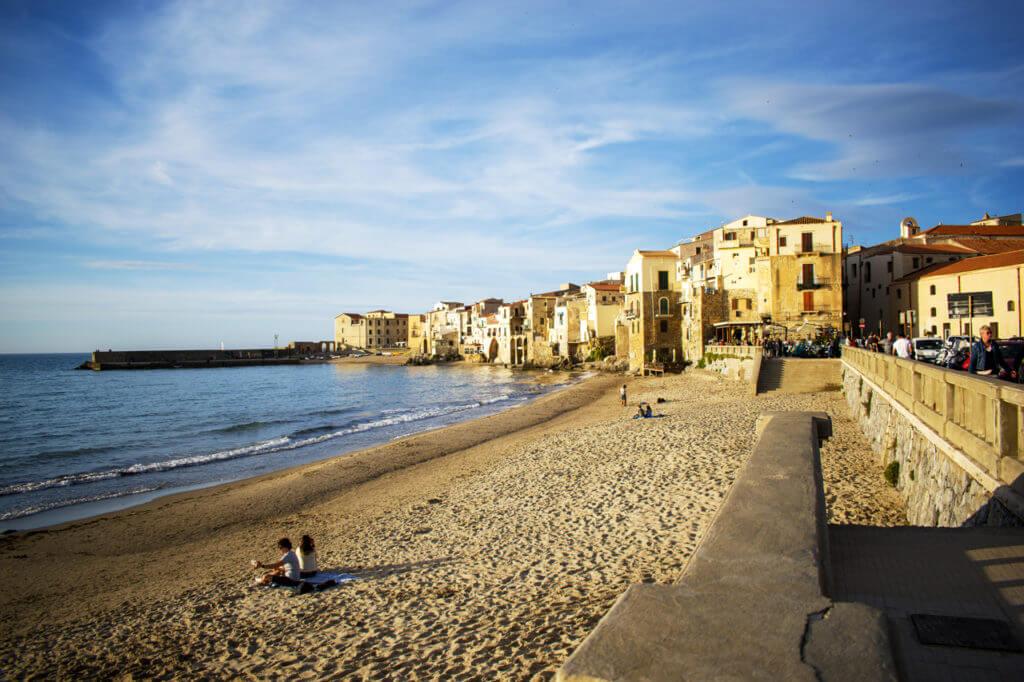 Чефалу, Сицилия - набережная Lungomare Giuseppe Giardina