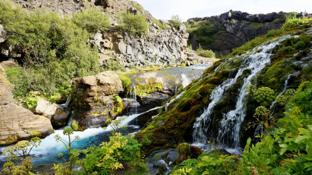 Достопримечательности Исландии: долина Гьяйн
