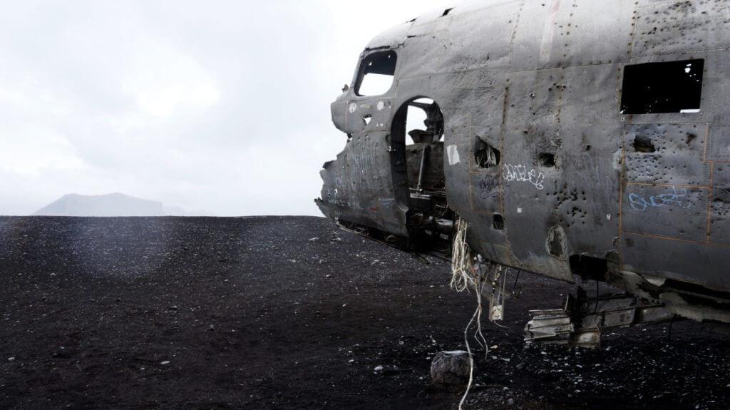 Обломки самолёта на пляже Sólheimasandur