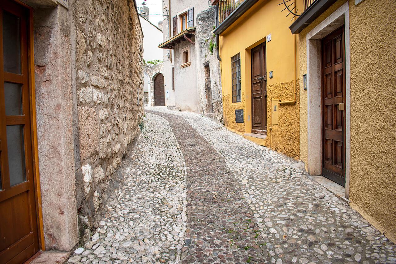 Мальчезине, Италия: улицы города Мальчезине Мальчезине, Италия Malcesine 15