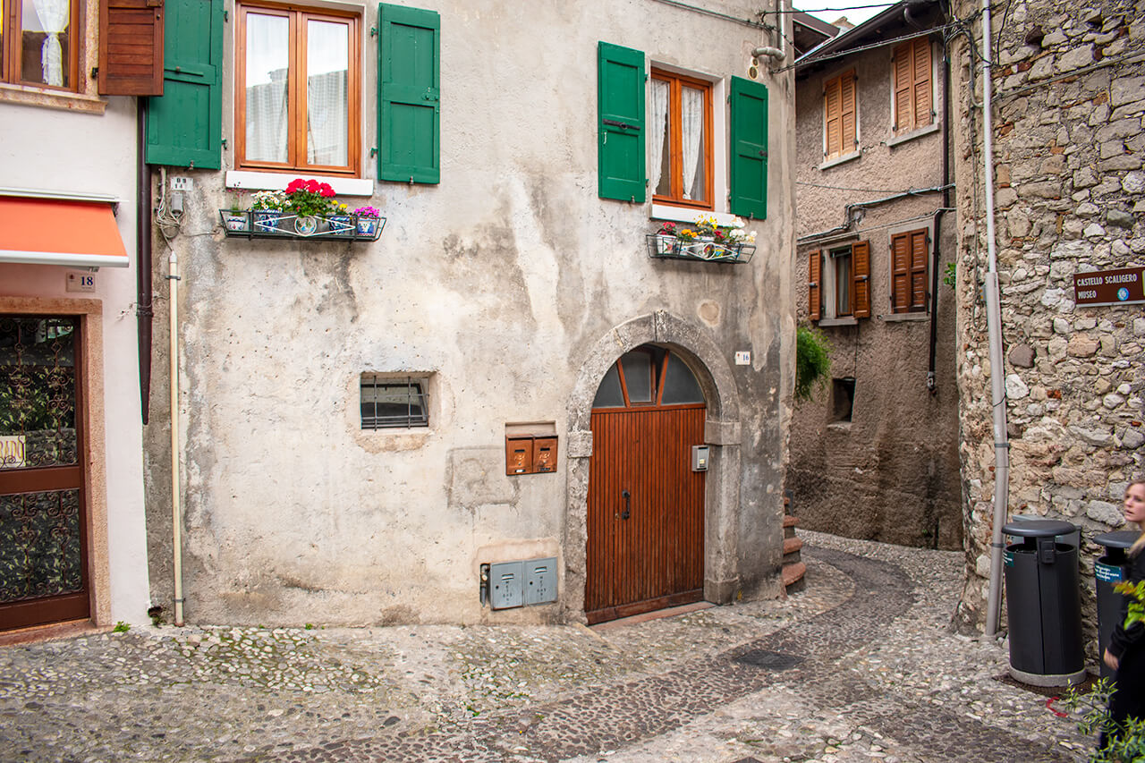 Мальчезине, Италия: улицы города Мальчезине Мальчезине, Италия Malcesine 17