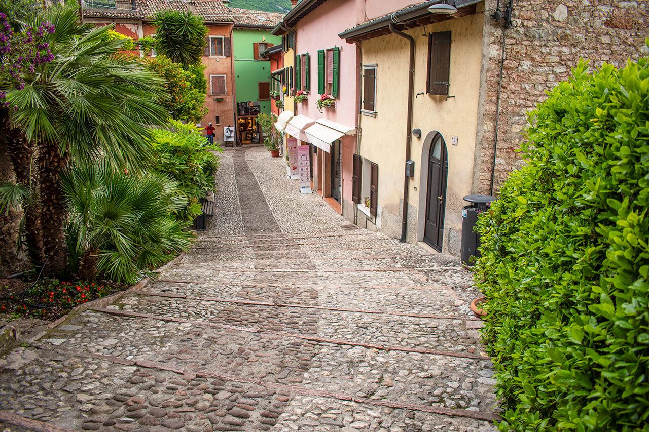 Мальчезине, Италия: улицы города