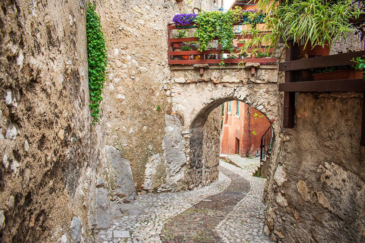 Мальчезине, Италия: улицы города Мальчезине Мальчезине, Италия Malcesine 20