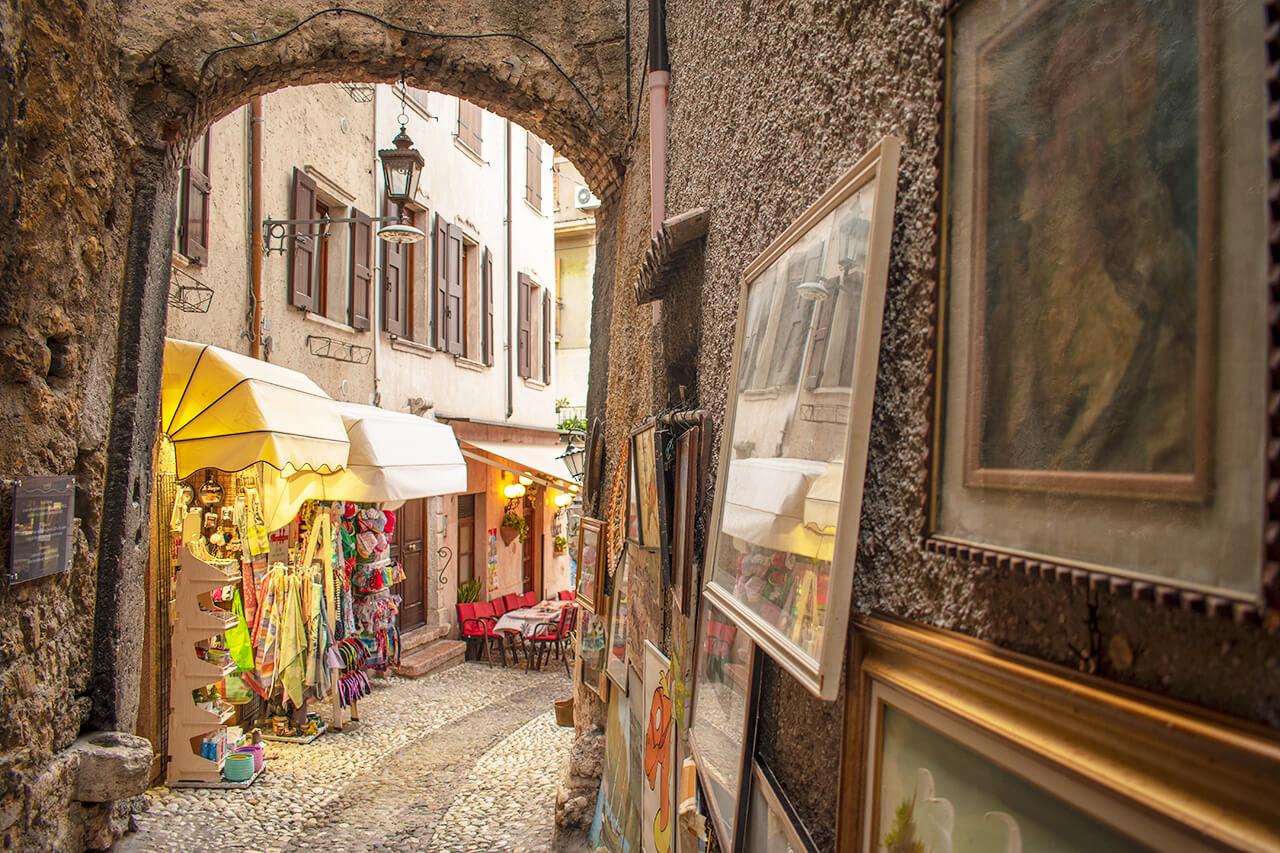 Мальчезине, Италия: улицы города Мальчезине Мальчезине, Италия Malcesine 22