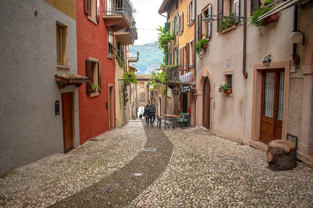 Мальчезине, Италия: улицы города Мальчезине Мальчезине, Италия Malcesine 23