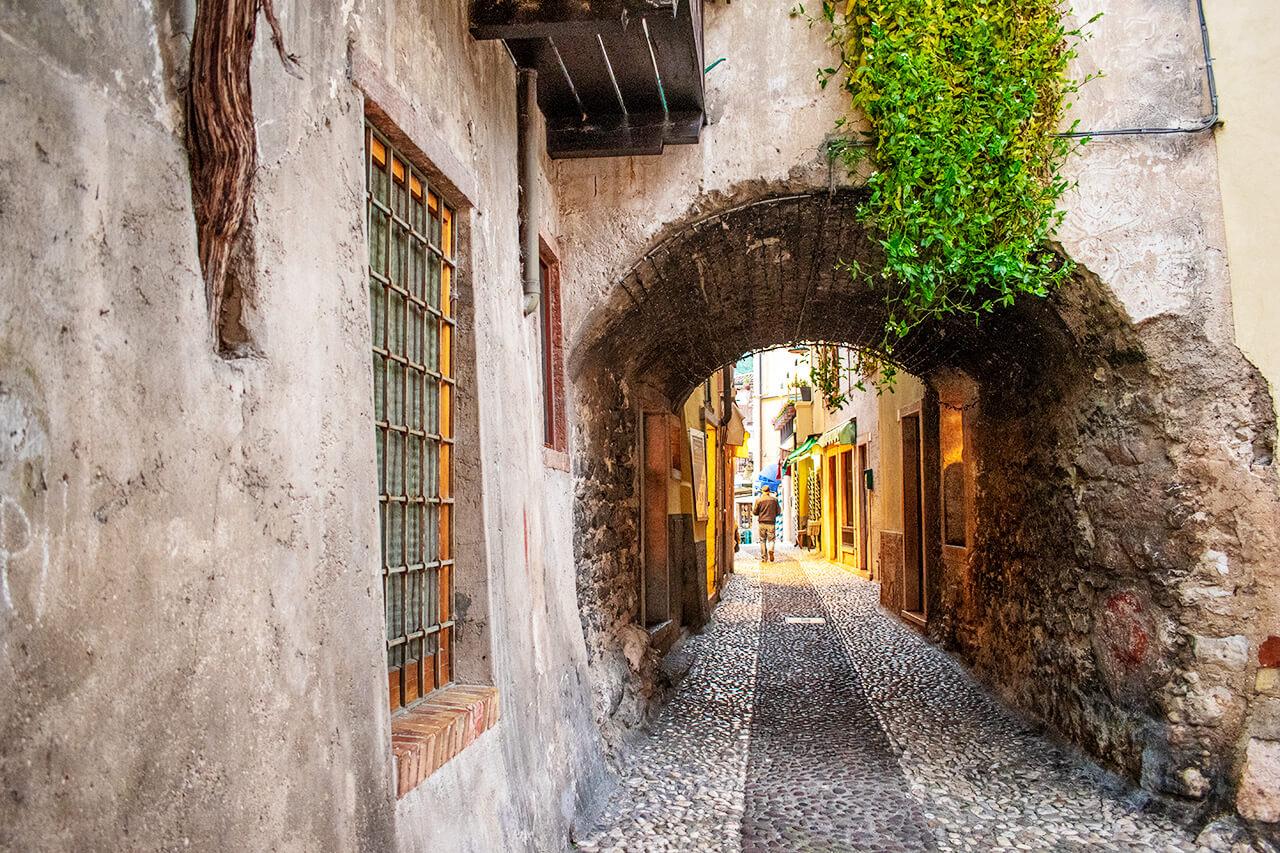 Мальчезине, Италия
