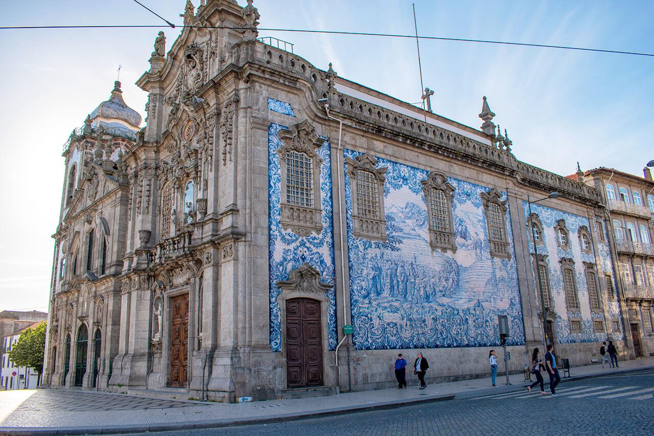Порту, Португалия: церковь Igreja do Carmo