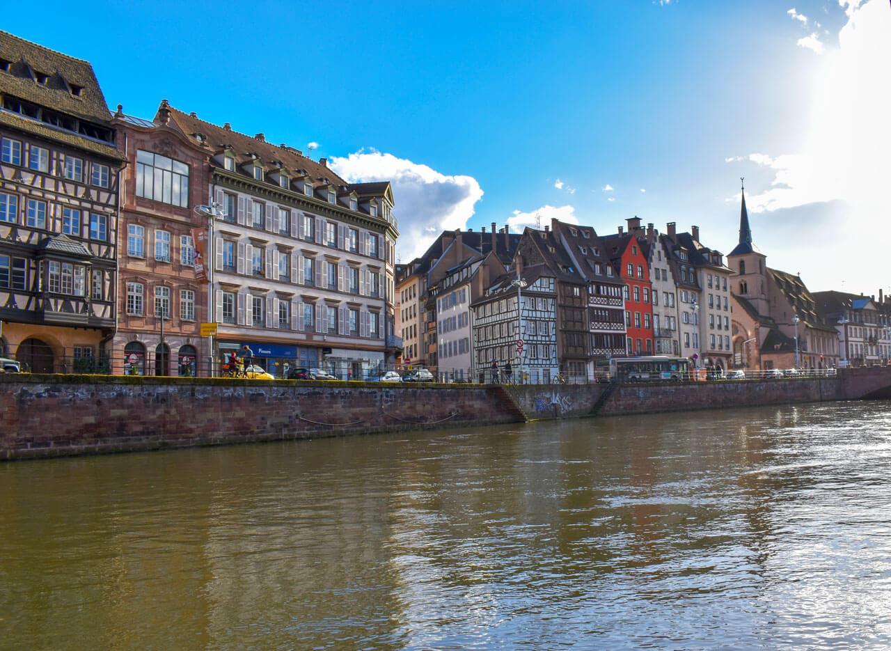 Страсбург, Франция - набережная Сен-Тома