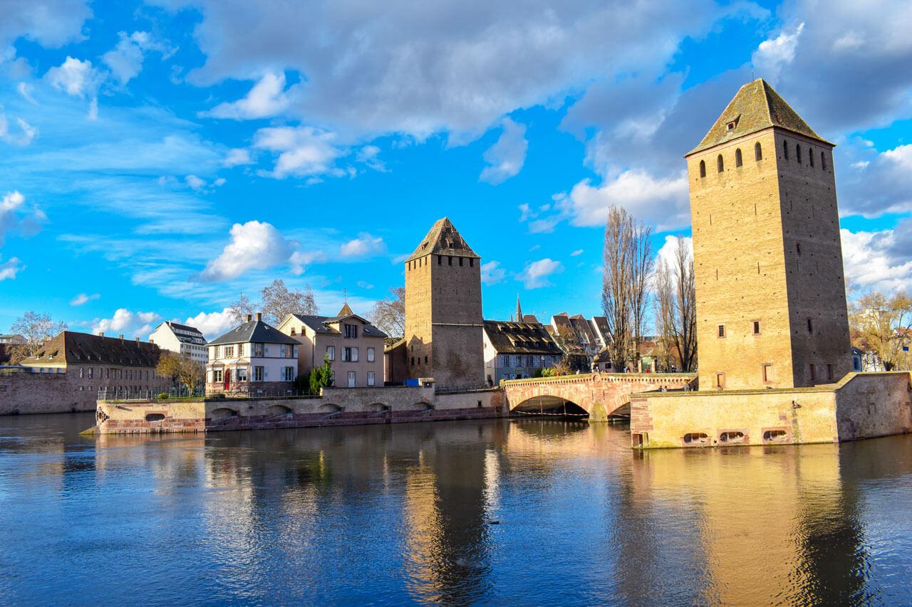 Страсбург, Франция - сооружения Ponts Couverts