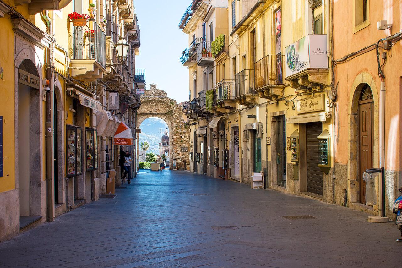 Таормина, Сицилия: улица Corso Umberto Таормина Таормина, Сицилия Taormina 43