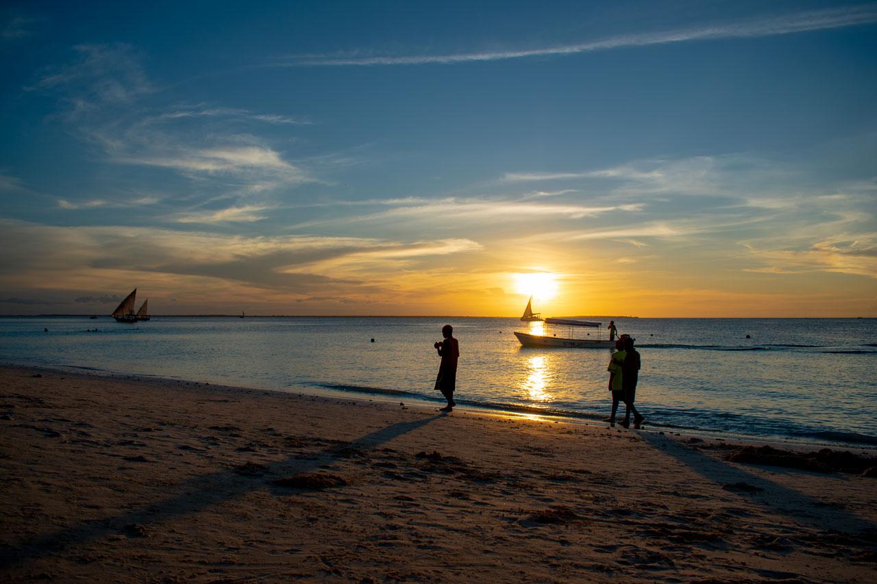 Занзибар, Танзания - закат на пляже Нунгви  Занзибар, Танзания Zanzibar 30