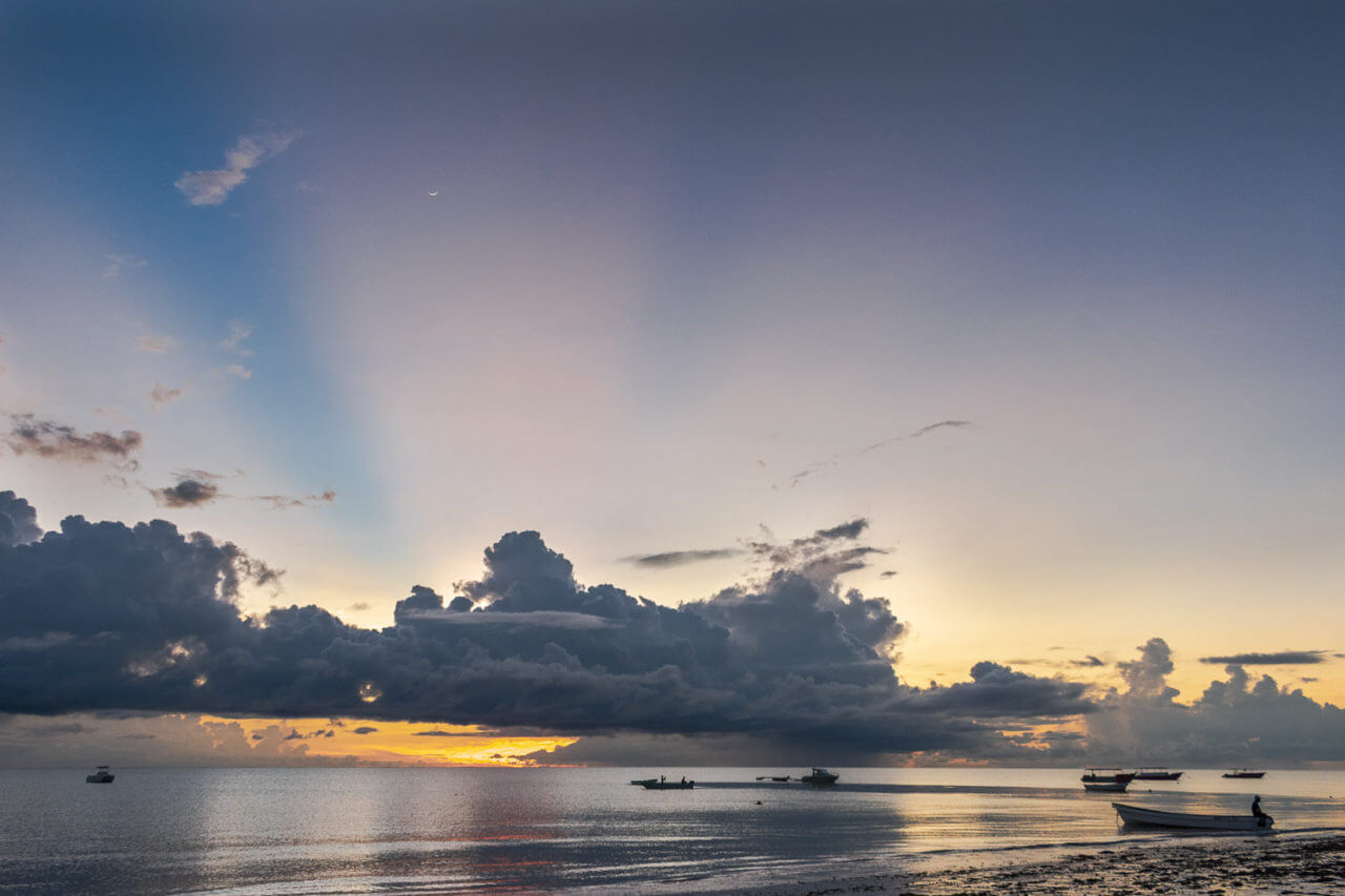 Занзибар, Танзания - восход на пляже Паже  Занзибар, Танзания Zanzibar 75