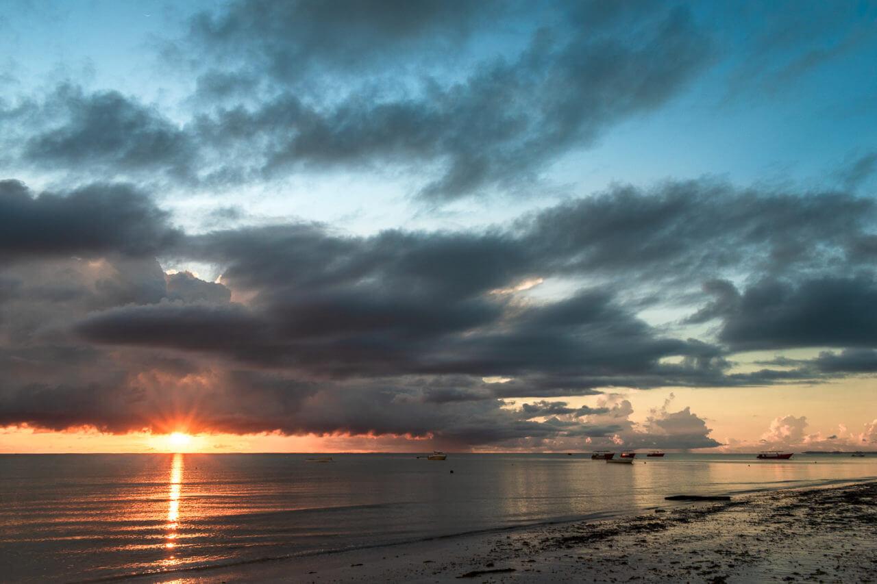 Занзибар, Танзания - восход на пляже Паже  Занзибар, Танзания Zanzibar 76