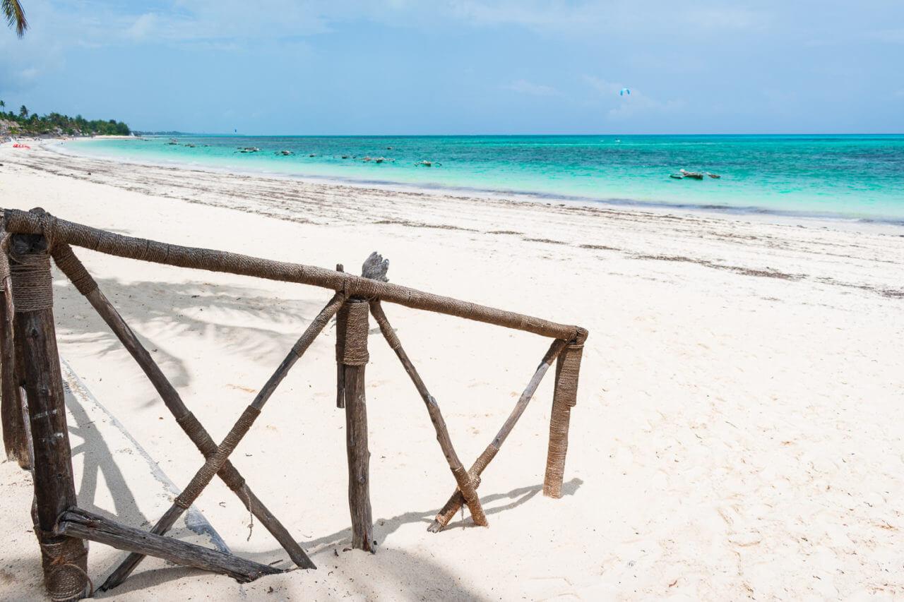 Занзибар, Танзания - пляж Джамбиани  Занзибар, Танзания Zanzibar 92