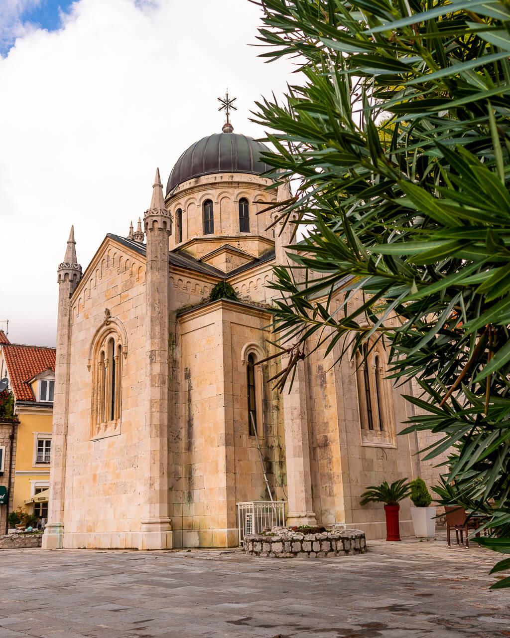 Херцег-Нови, Черногория: церковь Михаила Архангела