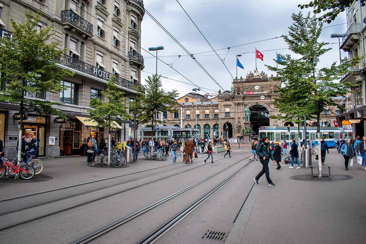 Цюрих, Швейцария: улица Банхофштрассе