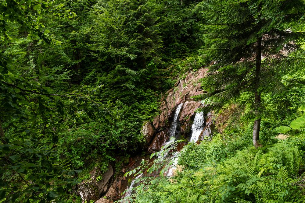 Роза Хутор летом: водопад Червонный